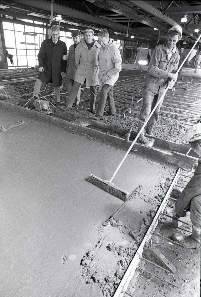 Ölandsbron gjutes. Från vänster: Sven Persson, delkonstruktör Claes Gren, förbindelseman Rune Skoglund, arbetschef för bron Lennart Pettersson, Ölandssidan