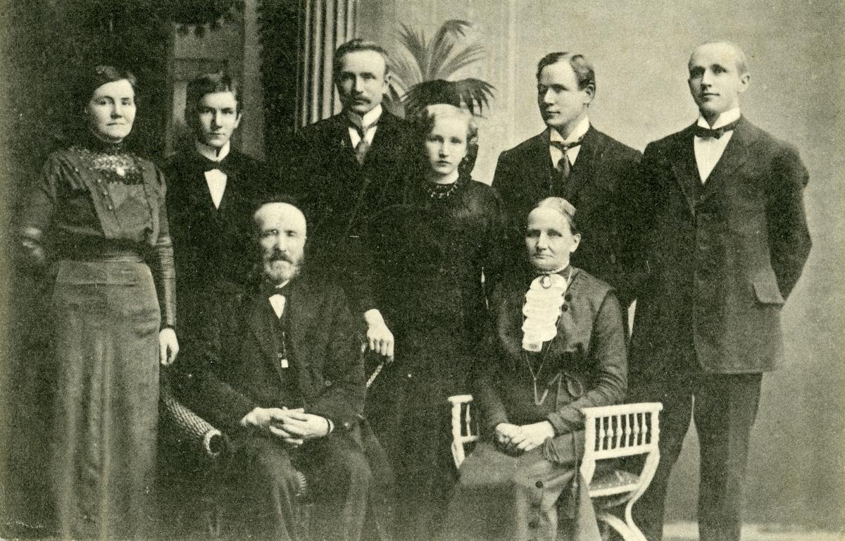 Prospektkort av Kristoffer Hagene med familie.