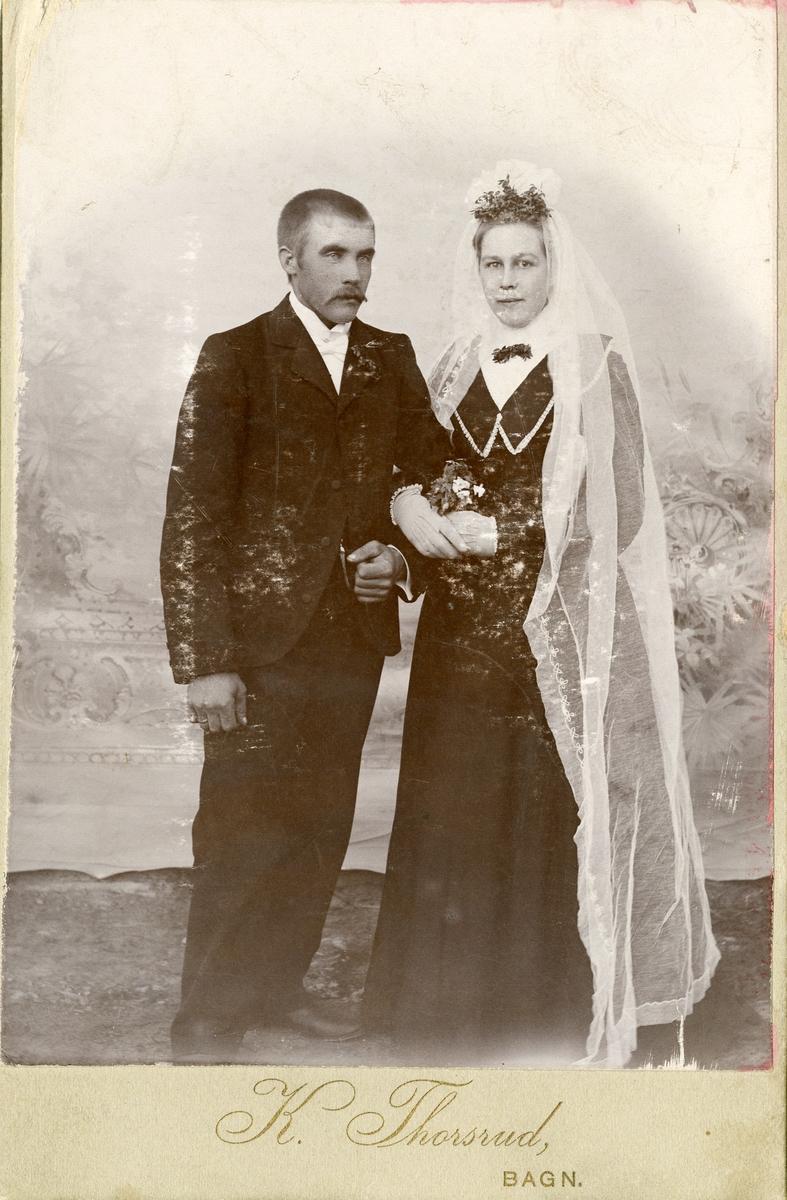 Brudefoto av Ola Haugrud og kona Inger.