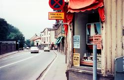 Bebyggelse vid Kvarnbygatan i Mölndal, 1970-tal. På höger si