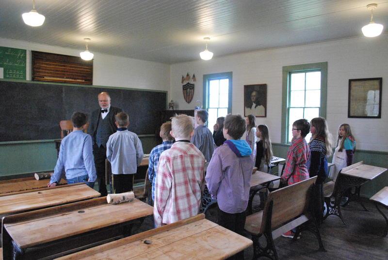 Skoleklasse på besøk i Leet-Christopher skolen på Migrasjonsmuseet. (Foto/Photo)