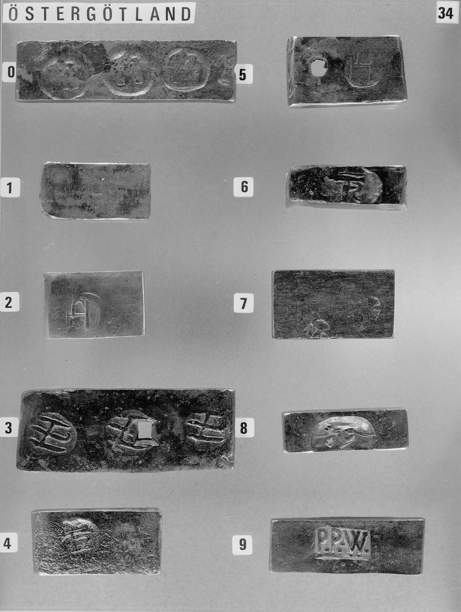 Hänvisning: Föremålet tillhör Bo Molanders samling av stämplat stångjärn, tidigare deponerad av Jernkontoret som L2013  Molander, Bo., Bo Molanders samling av stämplat stångjärn, Daedalus 1982 s. 121-130 Kungl. Patent- och Registreringsverket, Svenska Järnstämplar, Stockholm 1908 Dahlgren E.W., Järnvräkeri och Järnstämpling, Stockholm 1930  Tekniska museets arkiv, Bo Molanders samling rörande stångjärnsstämplar, Ark. BOM_F1