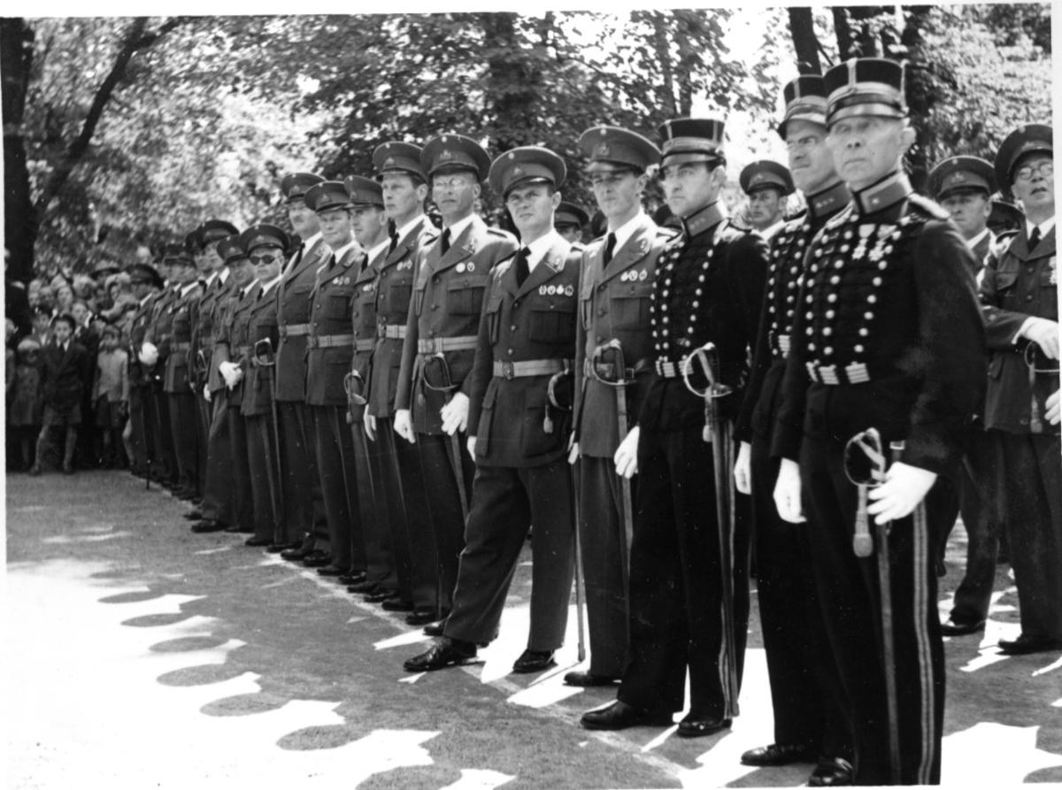 Jubileum 50 års, A 6. Rådhusparken, regementsofficerare.