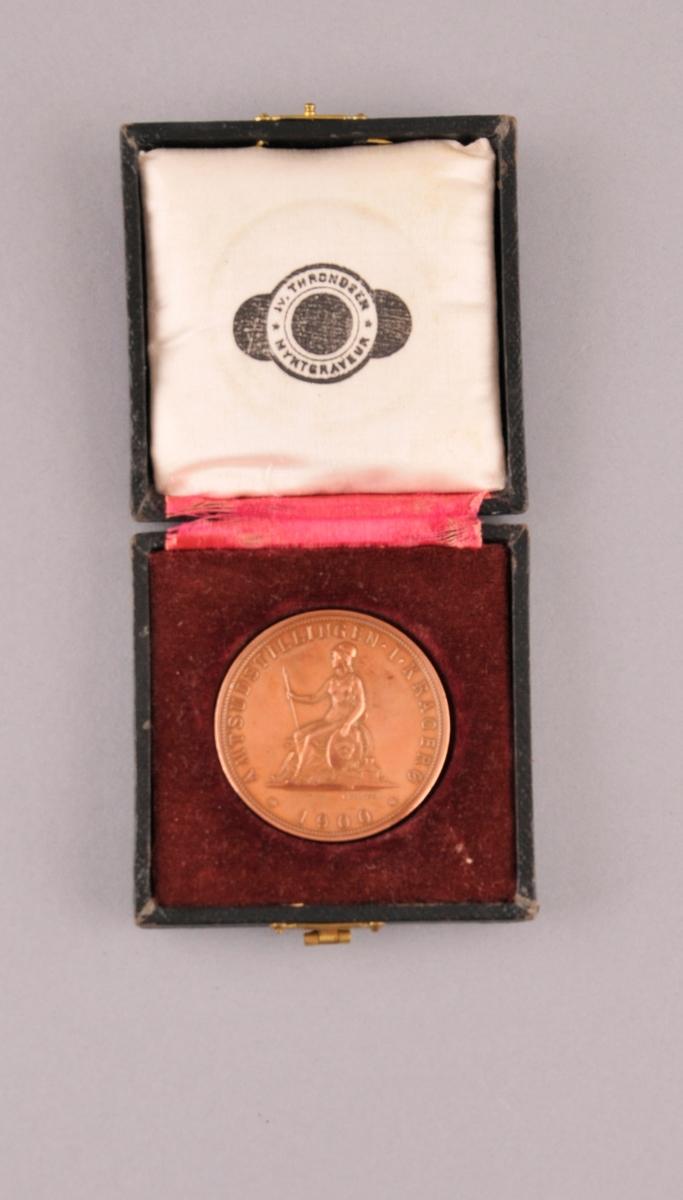 Diplom og medalje i etui.