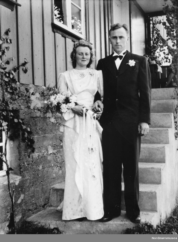 Ingeborg Sæter og Sigurd W Williamsen på bryllupsdagen 12. juni 1943. Fra Nordmøre Museum sin fotosamling.