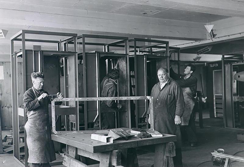 Røde telefonkiosker hovedverkstedet (Foto/Photo)