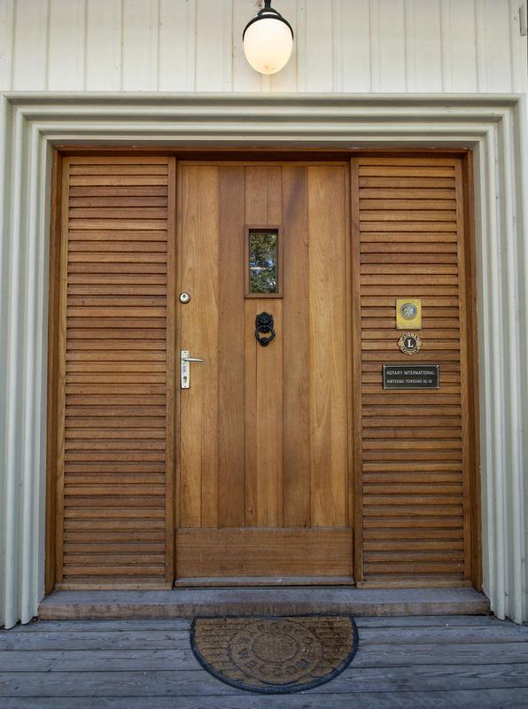Inngangspartiet til Storhamarstuene. Rullestolrampe kan skaffes ved behov.