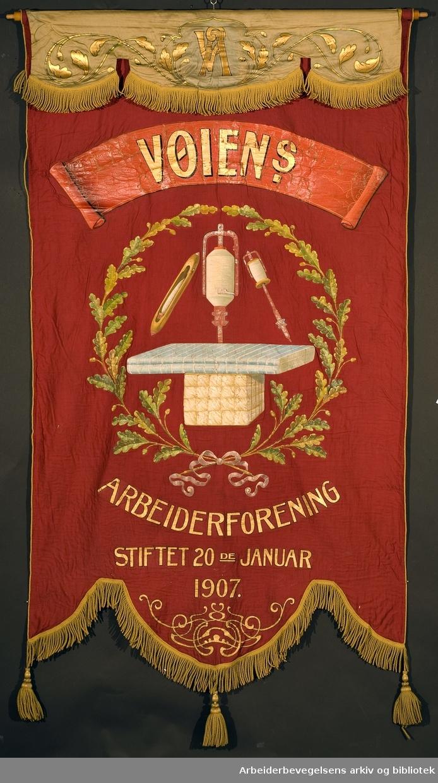 Vøiens arbeiderforening.Stiftet 20. januar 1907..Forside..Fanetekst: Vøiens arbeiderforening.Stiftet 20de januar 1907