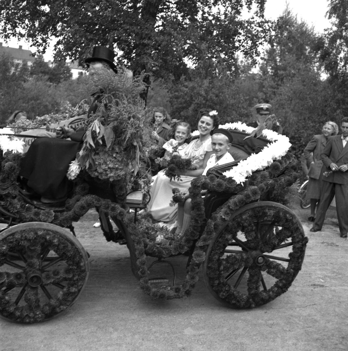 Rundturen i Karlstad år 1949 med blomsterdrottningen.