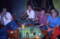 Mannskapet slapper av ombord i T/T 'Wind Eagle' (b. 1977, Ko