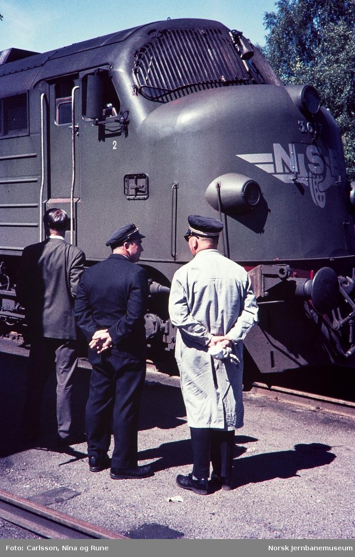 Fronten av diesellokomotiv type Di 3 nr. 617