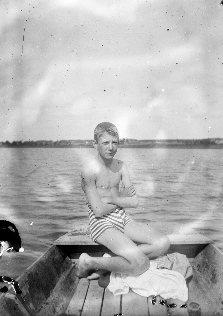 I båten. Tidsomfånget är 1900 - 1940