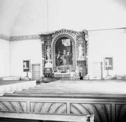 Foto av interiör i kyrka. Vy mot altaret. Pjätteryds kyrka.