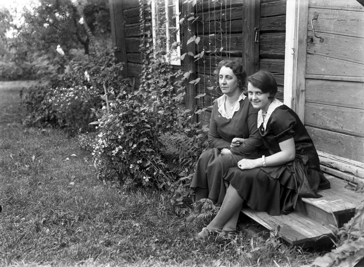 Livan Lindberg med brorsdotter hemma i Wij.