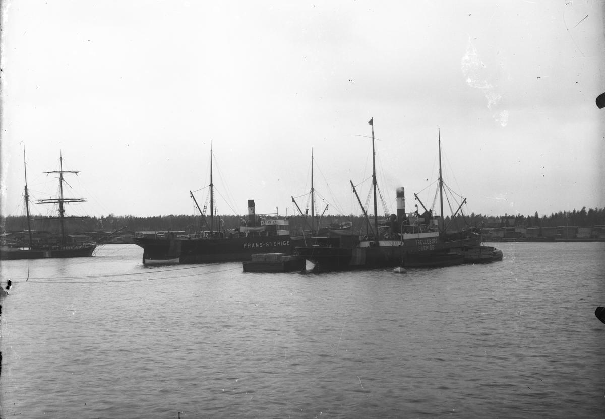 Ångfartygen S/S Frans och S/S Trelleborg på redden.