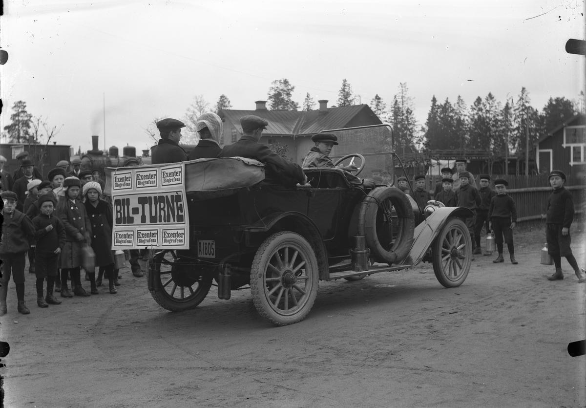 Bil med reklamskylt, Exenter Biografen.