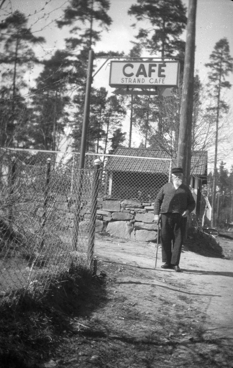 "Skylt till ""Strand Café"""