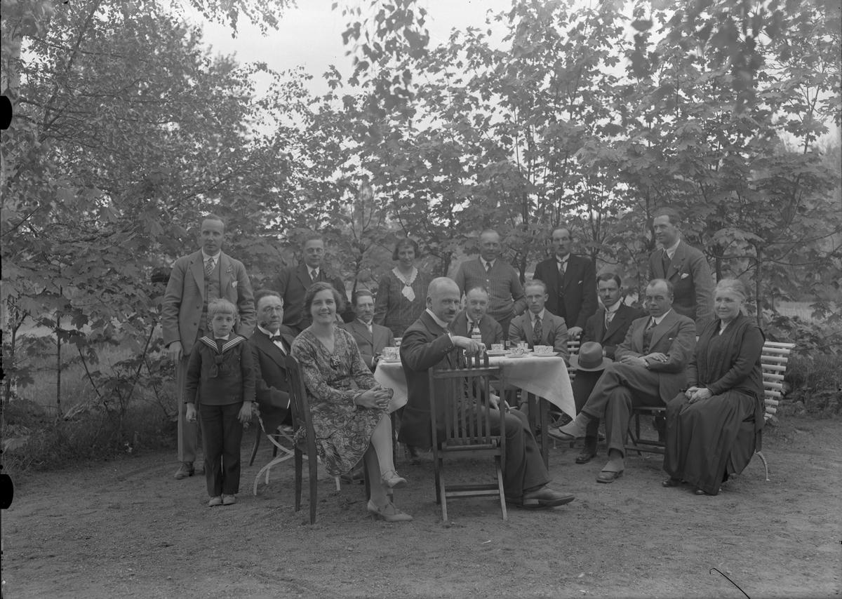 Gefle Filatelisällskap. Trädgårdsfest. Foto 1930-tal.  Bilderna är tagna i början av 1930-talet (förmodlingen 1932-1935), möjligen av fotografen Gustaf Reimers, som var medlem i sällskapet.