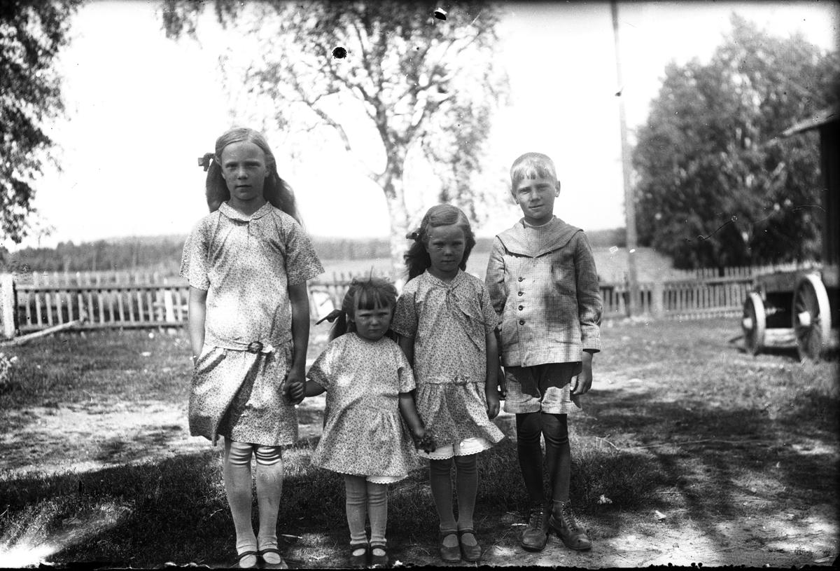 Barnen Lagerkvist i Åmot fr.v Hilma, Alva, Dagmar och Elon.