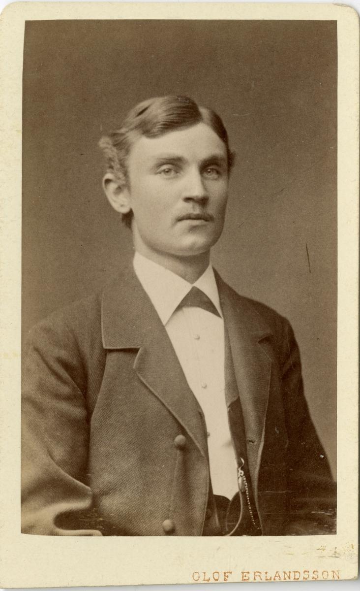 Porträtt av Adolf Lundquister.