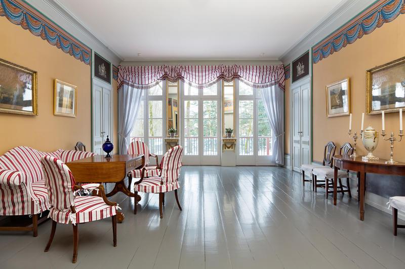Notabelmøtet 16.februar 1814 ble holdt i dette rommet , Hagestuen i Eidsvollsbygningen.