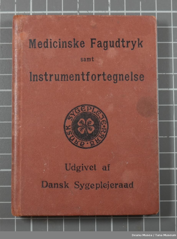 Av Oskar Preisler og V. Meisen Utgivet af Dansk Sygepleieraad, København Jacob Lunds Forlag.