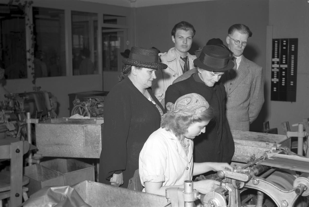 Studiebesök på Tobaksmonopolet. 3 juni 1947. Reportage för Arbetarbladet.