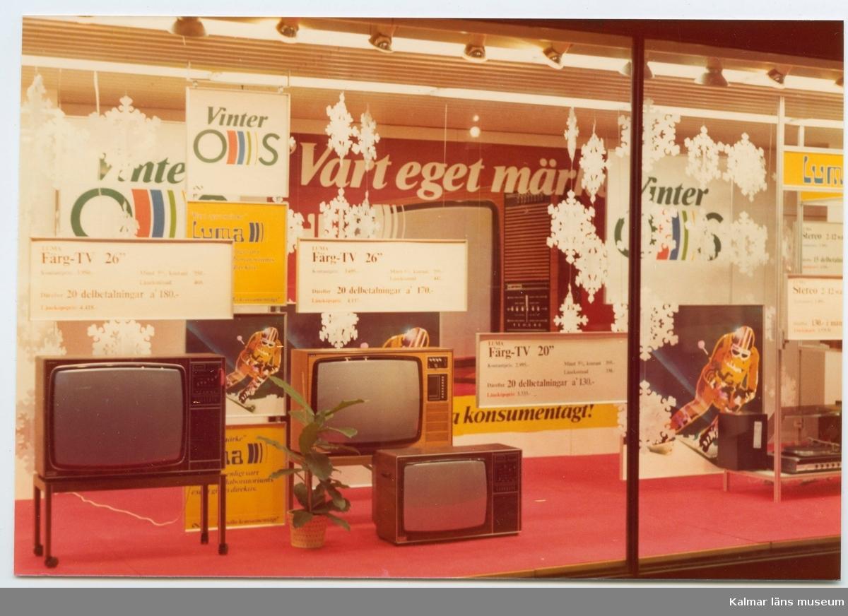 1976 hölls vinter-OS i Innsbruck, och Domus erbjöd sina kunder att se det i färg, för t.ex 3950 kontant för en 26-tums tv av det egna märket Luma. En manlig handelsanställd hade 1975 i snitt 4500:- i bruttolön.
