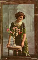 Postkort kvinne med blomster.