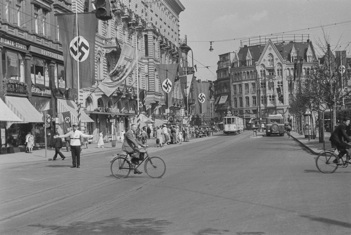 Markering av Nazi Gautag 9.-12. juni 1938 i Hannover, Tyskland. Ratenaustrasse sett fra Kröpcke.