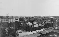 Utsikt över staden från taket av Murénska badhuset. I förgru