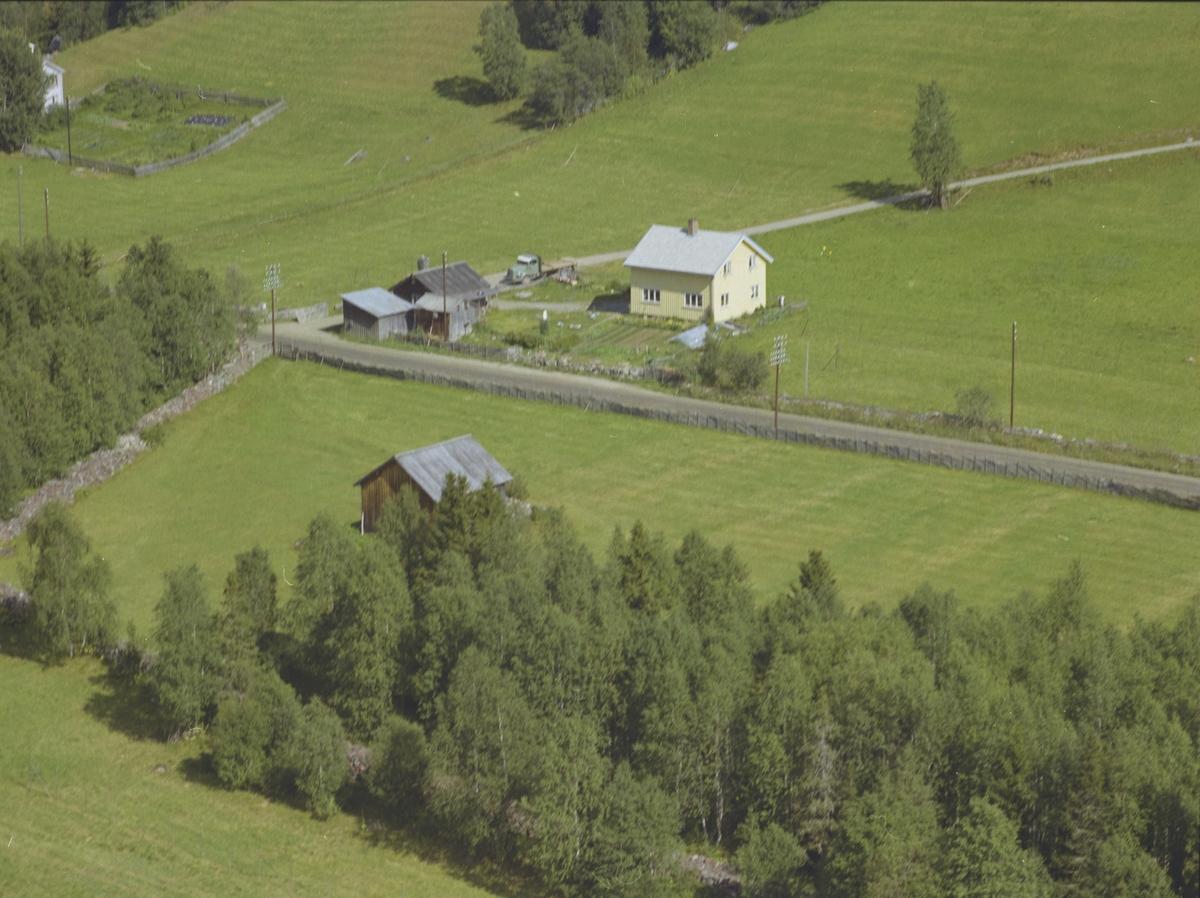 Grindvoll, lite småbruk, grønn lastebil, utløe, Svatsum, Gausdal