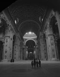 Interiör från en stor kyrka, Milanodomen