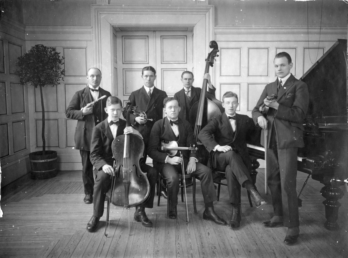 Stärners kapell, 1924 Gröndahl, Gustafsson, Wallström, Nyman, Birath, Blomqvist & Stärner.