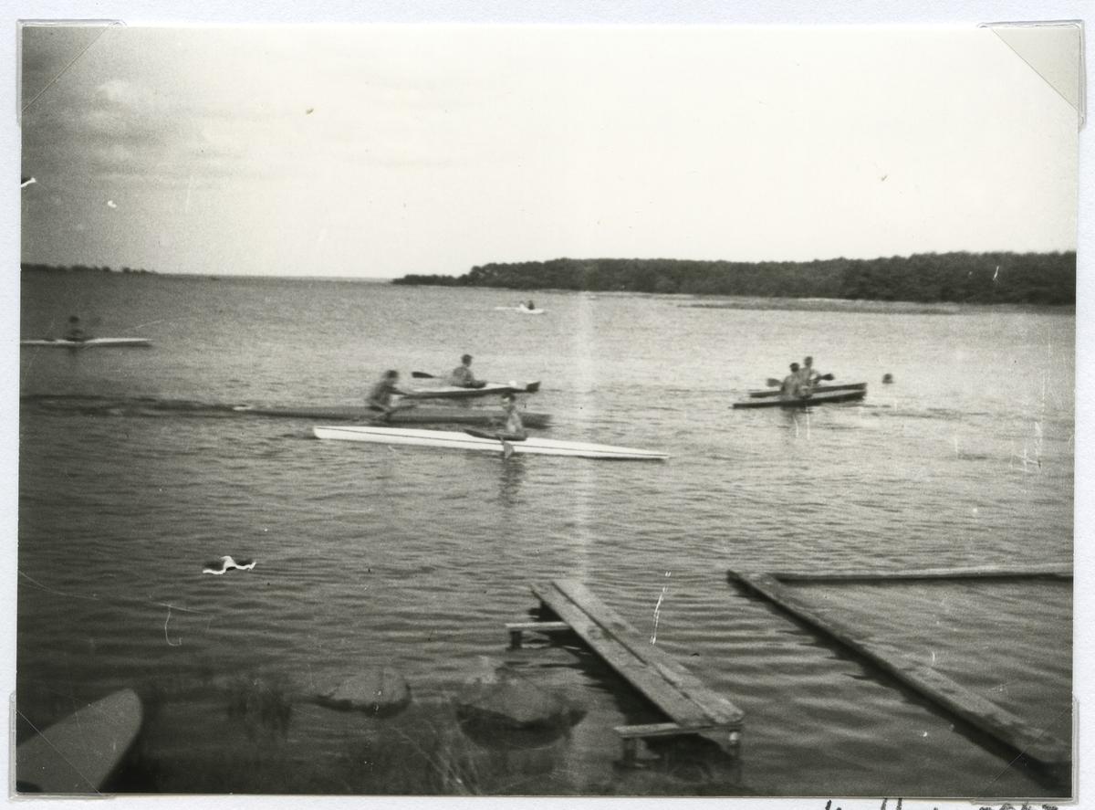 Platsen kallades även för Klubbholmen, det är i alla fall det namn som är brukligt inom kanotklubben. Platsen där den för tiden nybildade klubben (år 1933) höll till om sommaren är antingen Märholmen eller Kullökläpparna, troligen det senare. Sundet som syns i bakgrunden är vattnet mellan Jutnabben och Svinö.