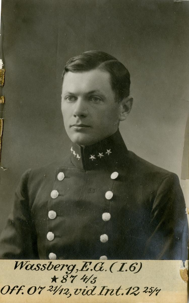 Porträtt av Erik Gösta Wassberg, officer vid Västgöta regemente I 6 och Intendenturkåren.