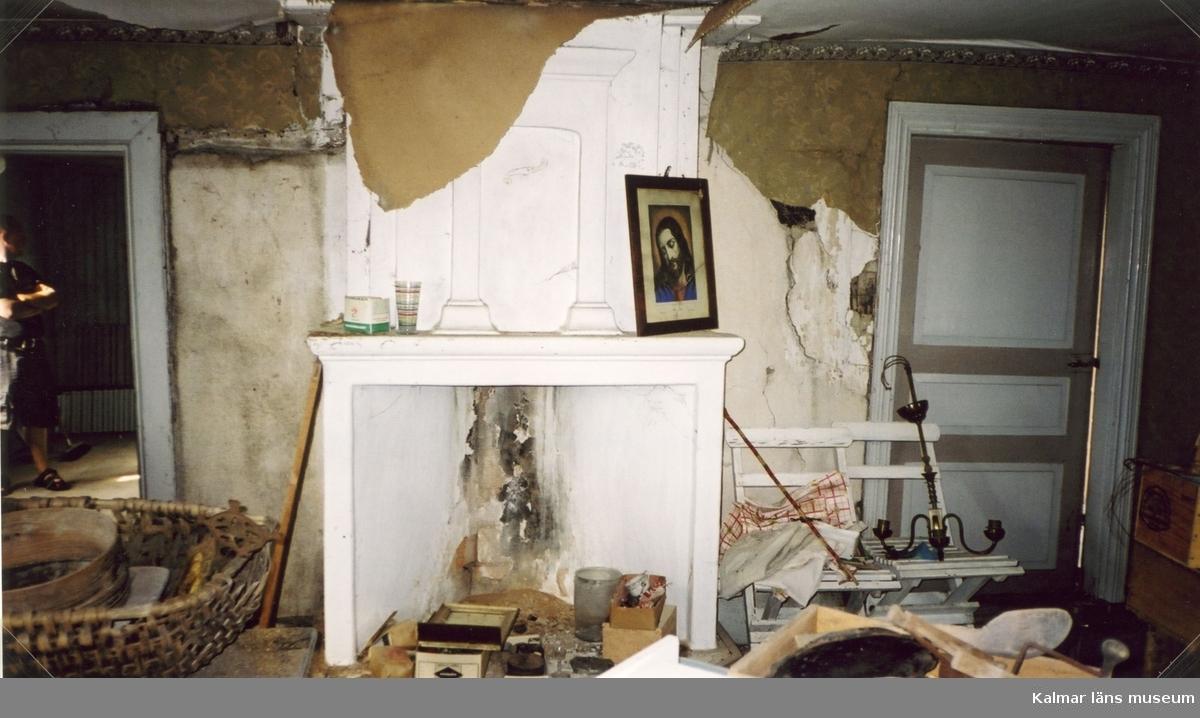 Rörspis i enkelstuga i Träthult. Traditionell placering i storstugan, mellan dörrarna till köket och farstun.