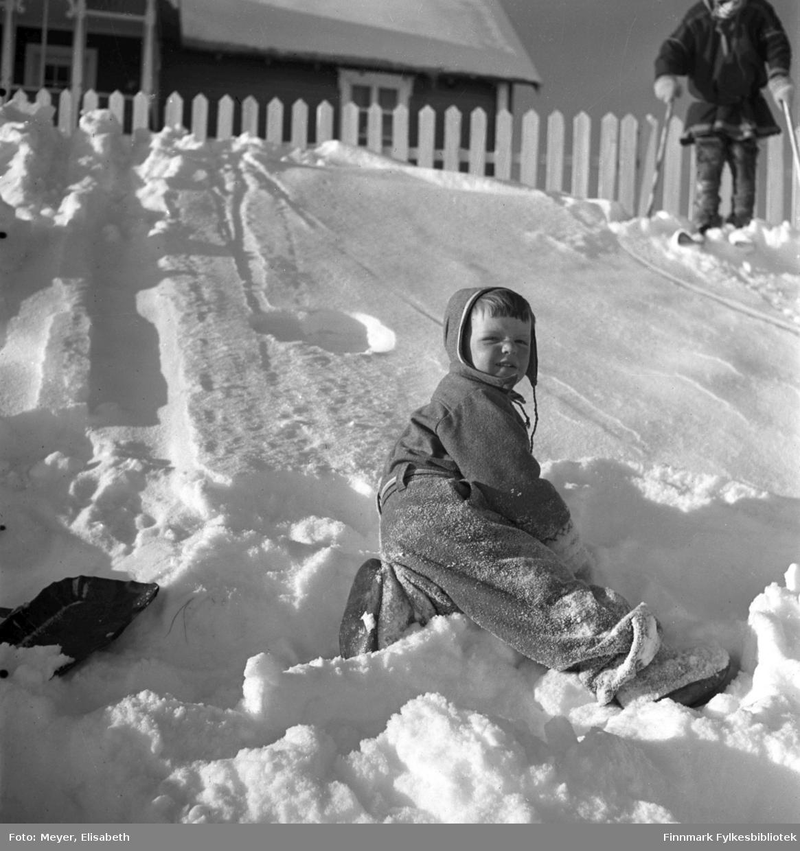 Arvid Dal fotografert i lek i snøen i Kautokeino.