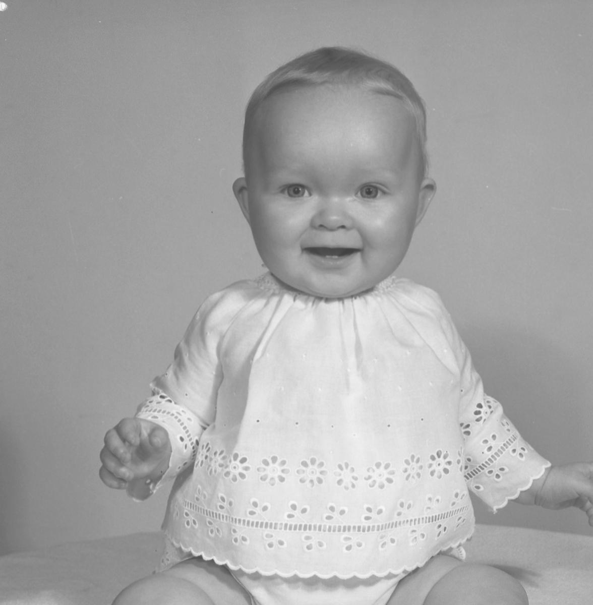 Ulla Fröman, Norrbågen 23, Gävle. Den 7 april 1971