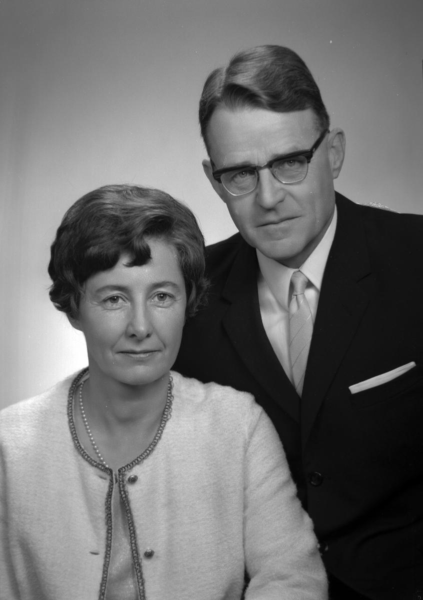 Major Harald Westman och fru, Jarlavägen 7 B, Gävle. Den 10 december 1966