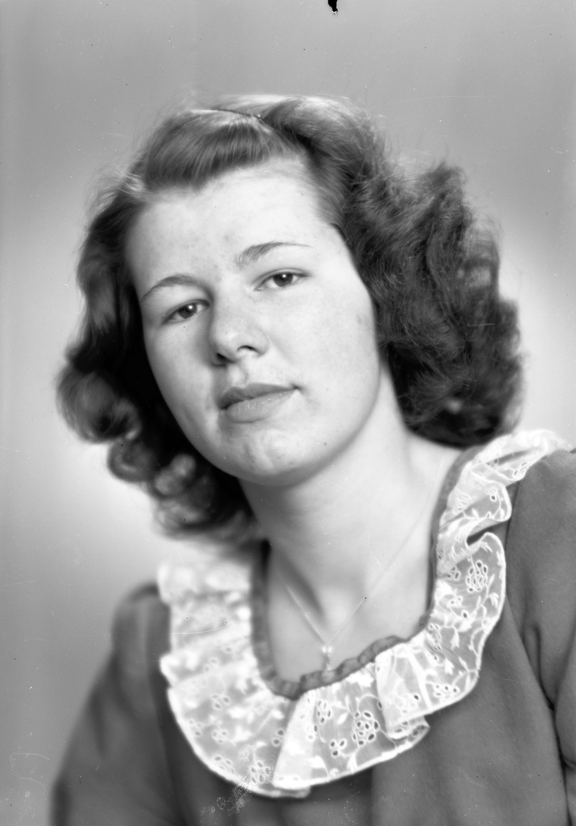 Fröken Inger Persson, Skånbergsvägen 1, Gävle. 1 april 1946.