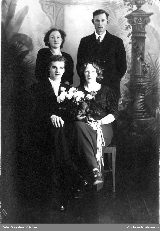 Brudeparet Erling Ramstad (f. 1916) og Marie Ramstad (f. Rudsar 1915) Forlovarar er Anna Rudsar (f. 1919 g. Timberlid) og Jon Kjeken (f. 1899)