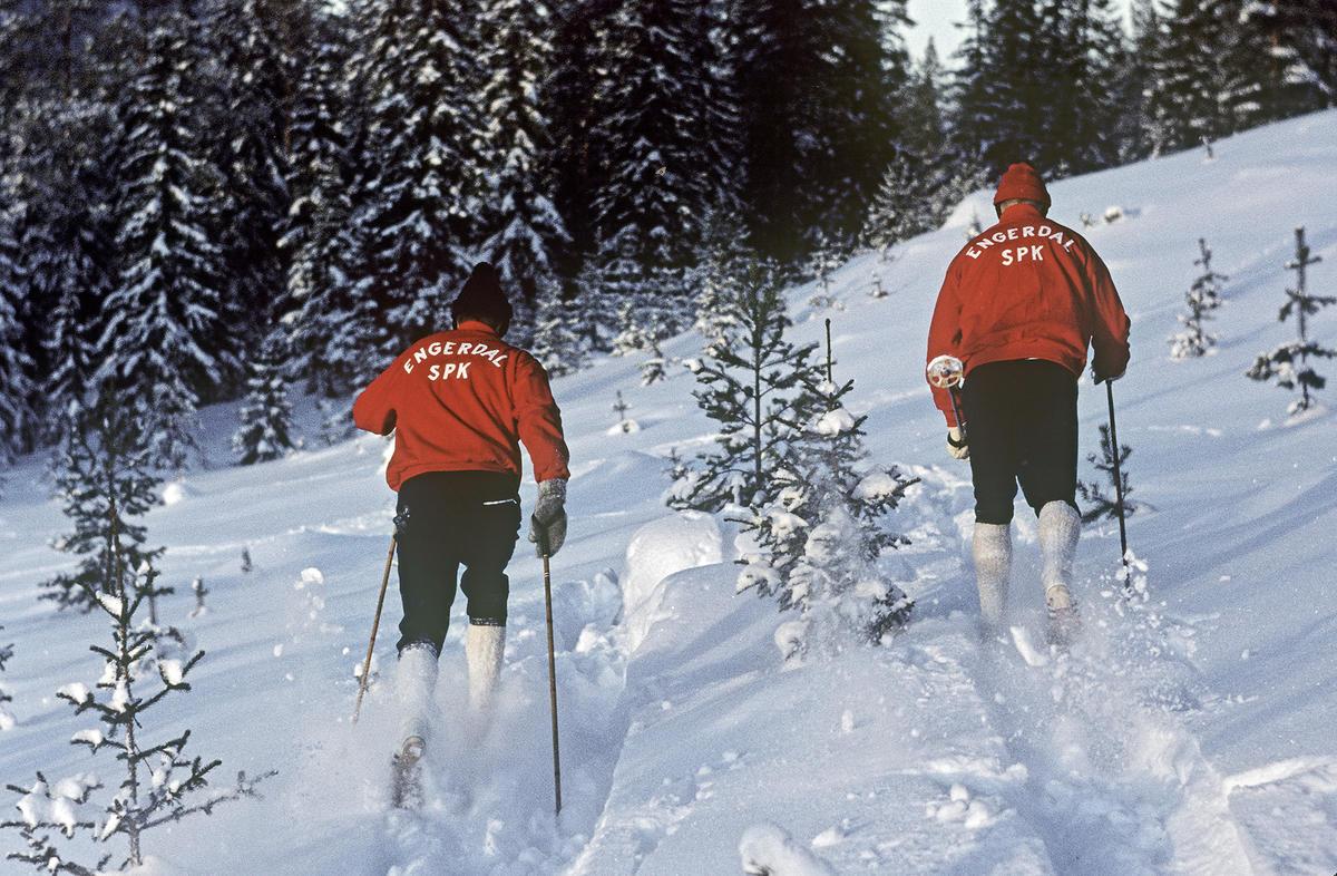 Gjermund og Jo Eggen på ski i Engerdal 1966.