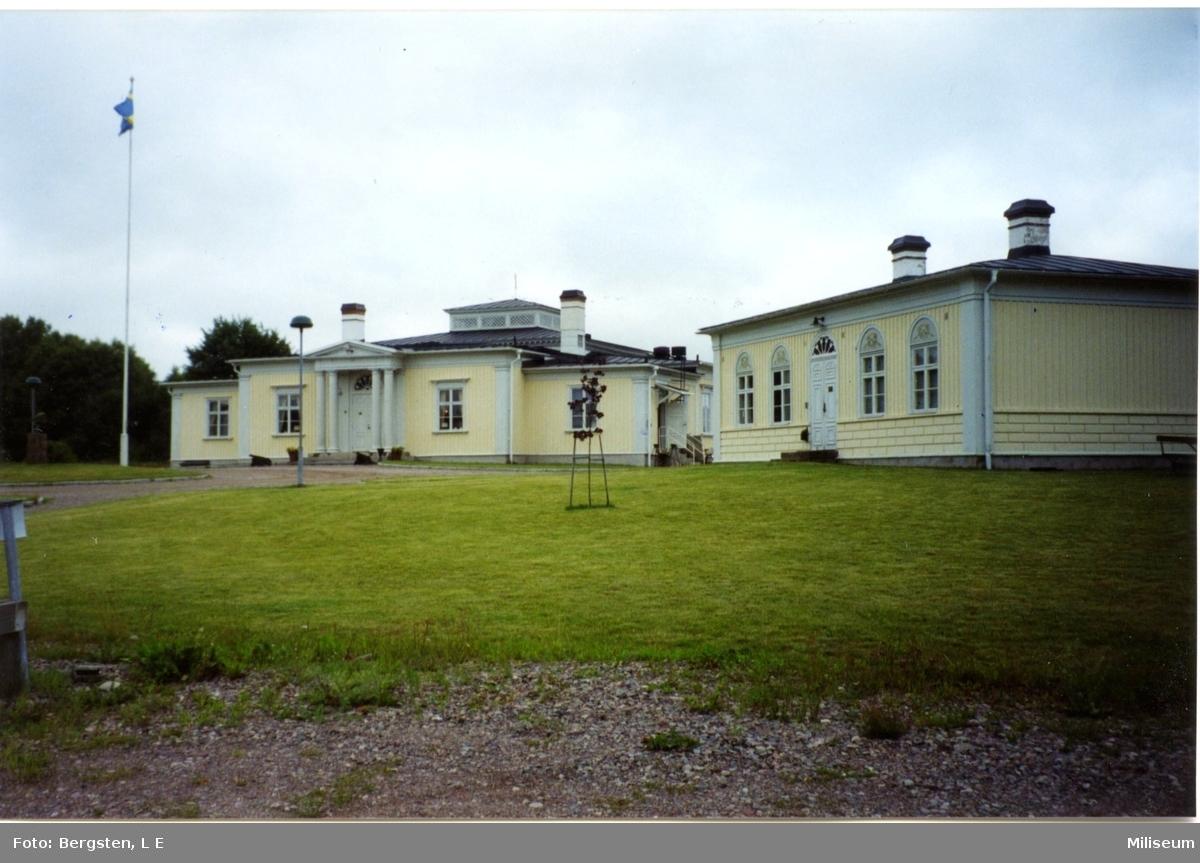 Nedläggning av I 12, Eksjö. Mäss Trianon på dess nya ställe.