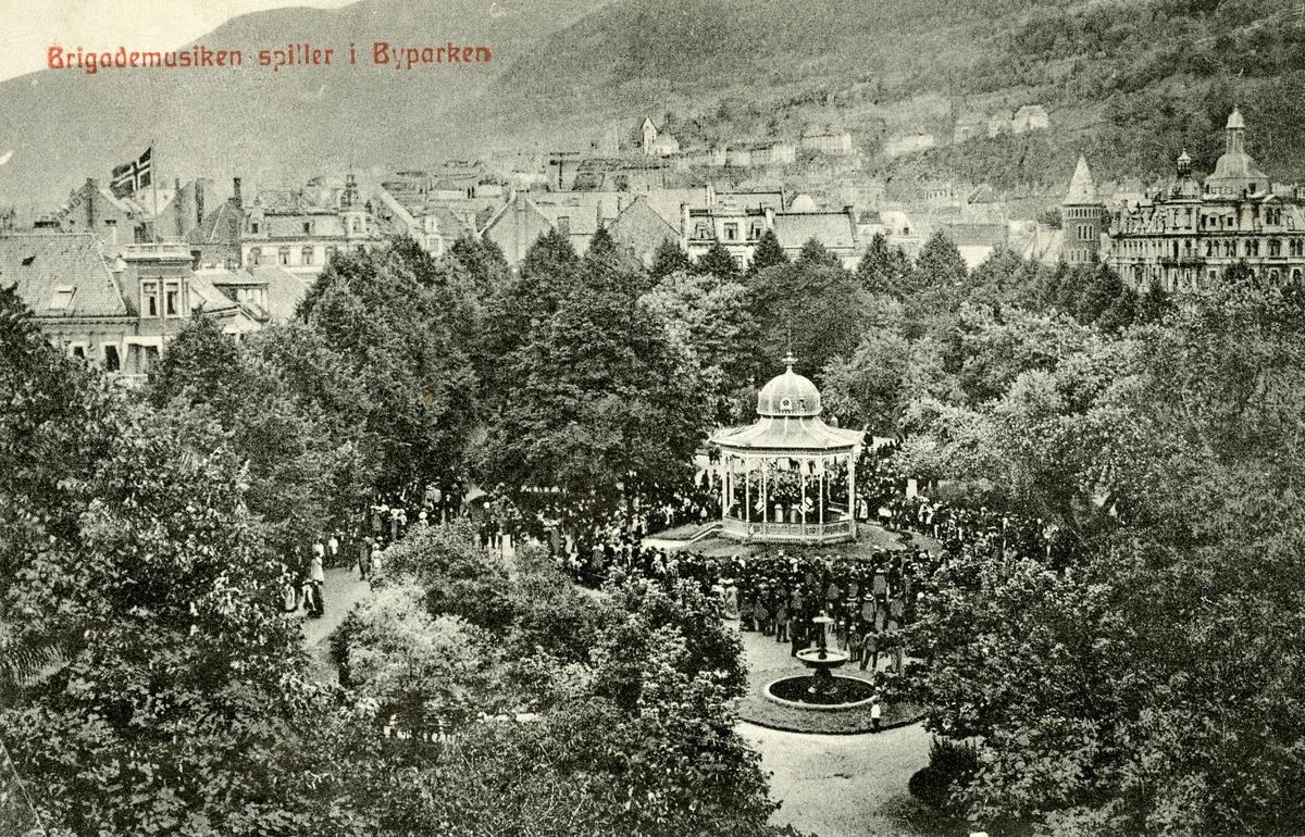 Postkort med motiv fra Byparken i Bergen.