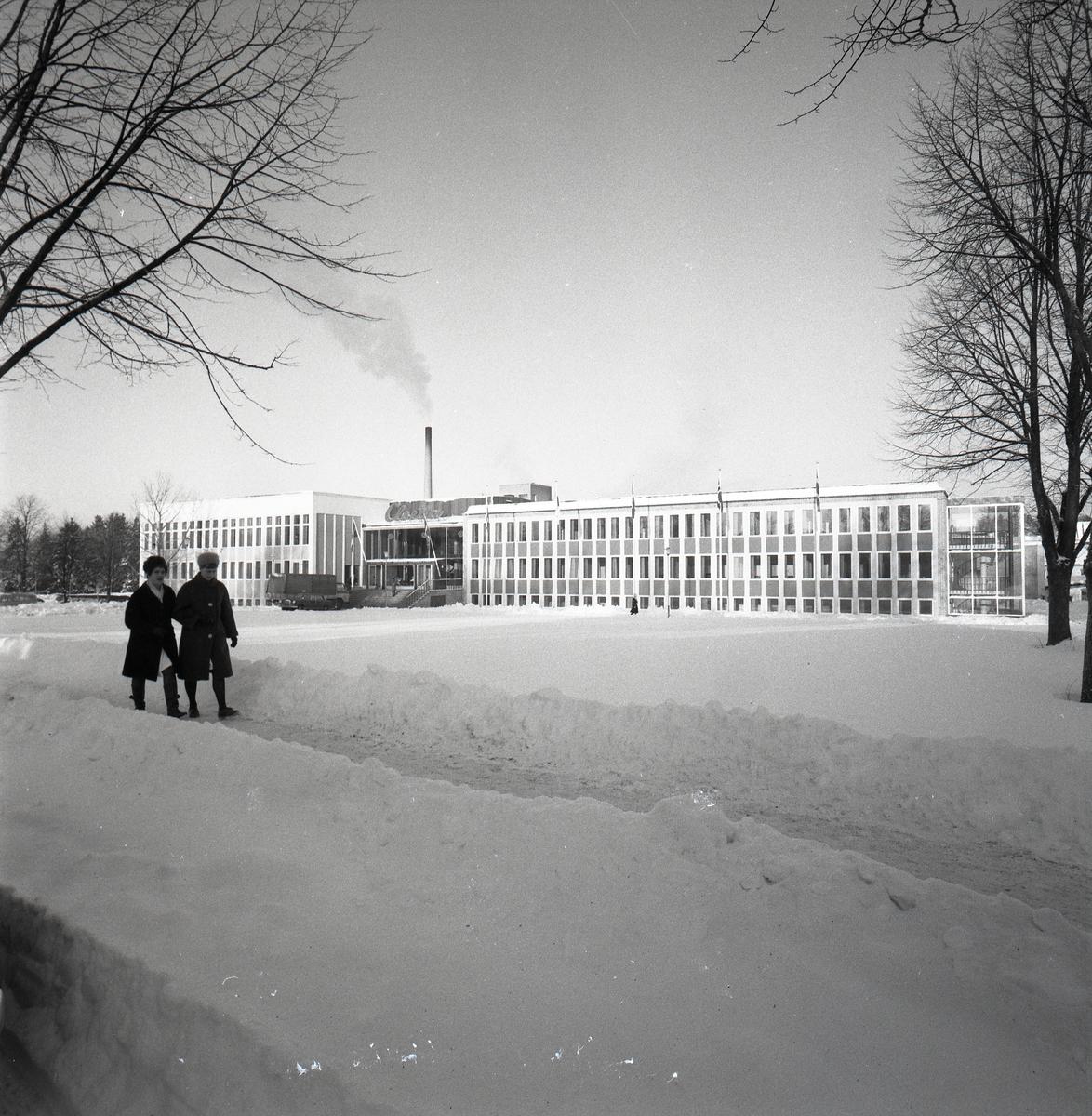 Orig. text: Cloetta Vinter-exteriör. 1965-12Cloetta. Svenska Chokladfabriks Aktiebolaget, Ljungsbro.