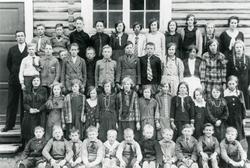 Rotneim Skule 1930. 1.rekje frå v.Ola Brekko,Torstein Arneg