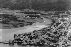 Oversiktsbilde av byen, Skjerva og Nervollan tatt fra Øyfjel