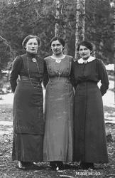 Portrett av tre kvinner