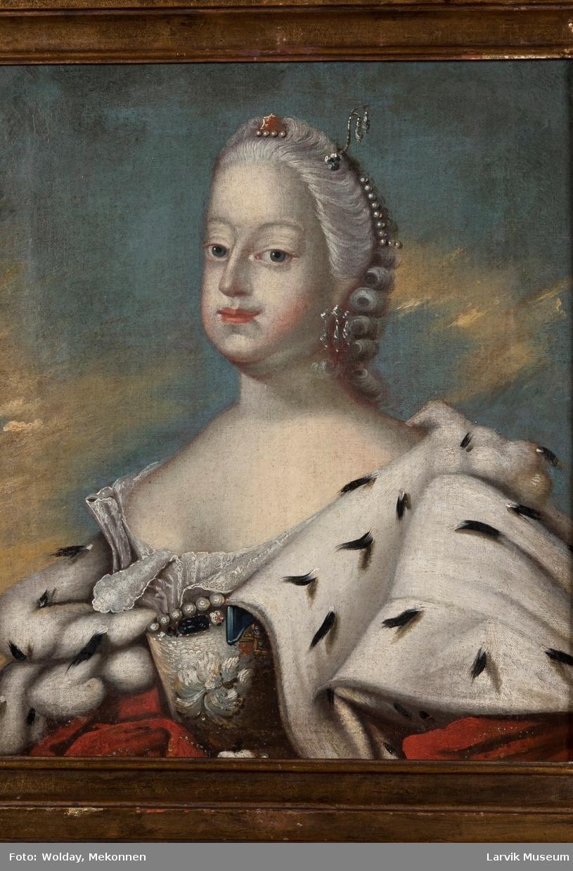 Dronning Louise med hermelinskappe og hvit kjole